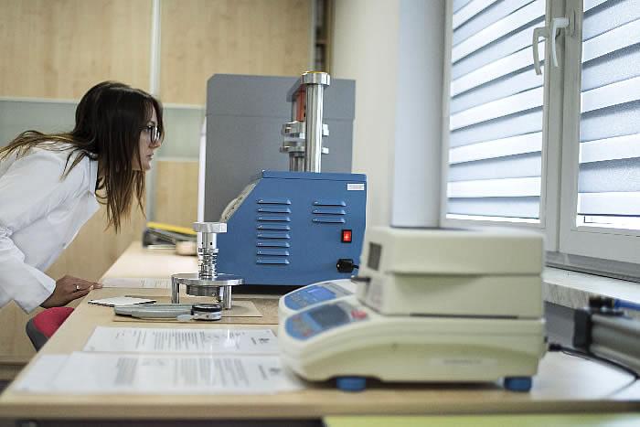 Menos Sp. z o.o. producent opakowań z tektury - laboratorium - badania i rozwój
